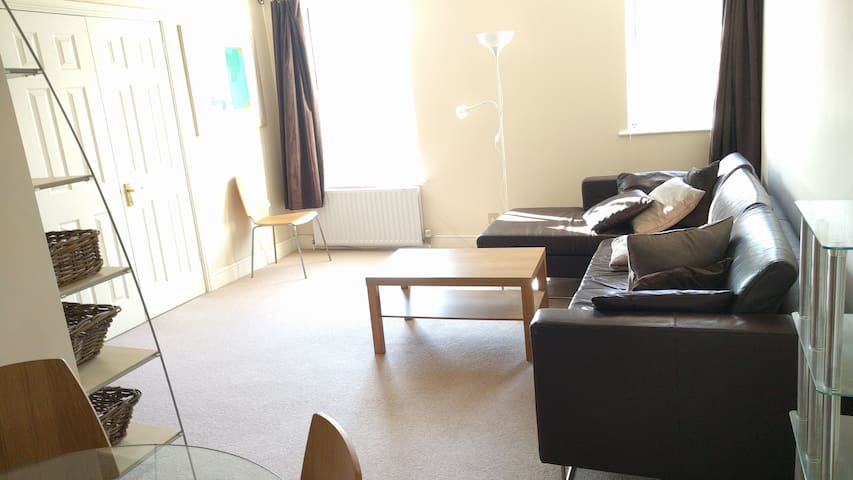 Modern 2 Bed Flat in Wimbledon - Londyn - Apartament