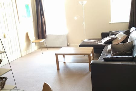 Modern 2 Bed Flat in Wimbledon - London - Wohnung