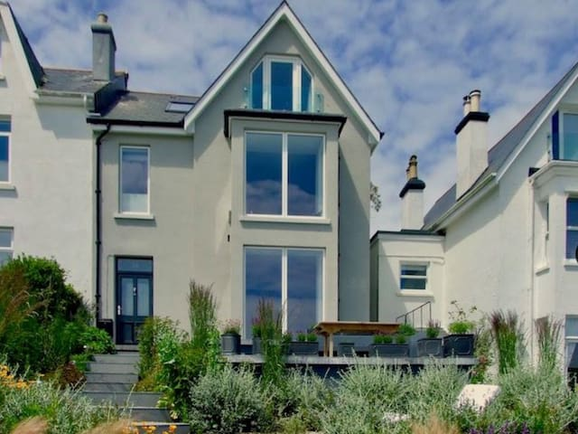 Stylish house with stunning estuary and sea views