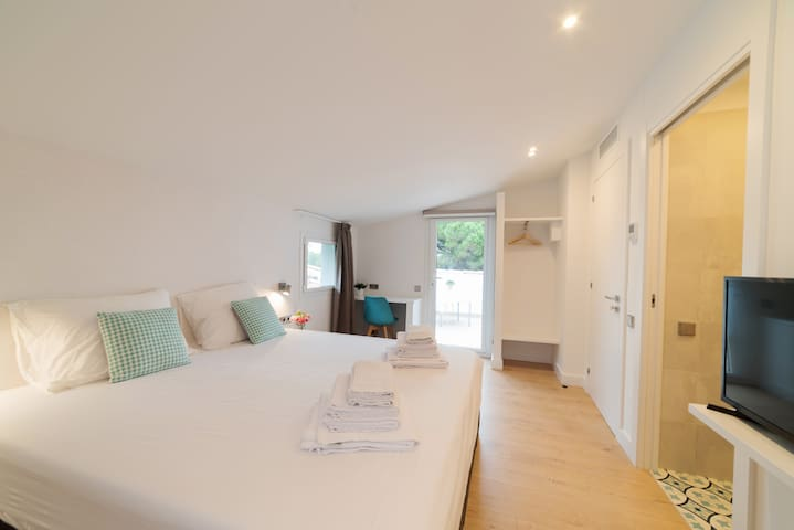 Gracia room, romantic Villa Naranja with terrace