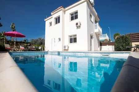 Nadelle, Large 3BDR villa with Pool - Ayia Napa