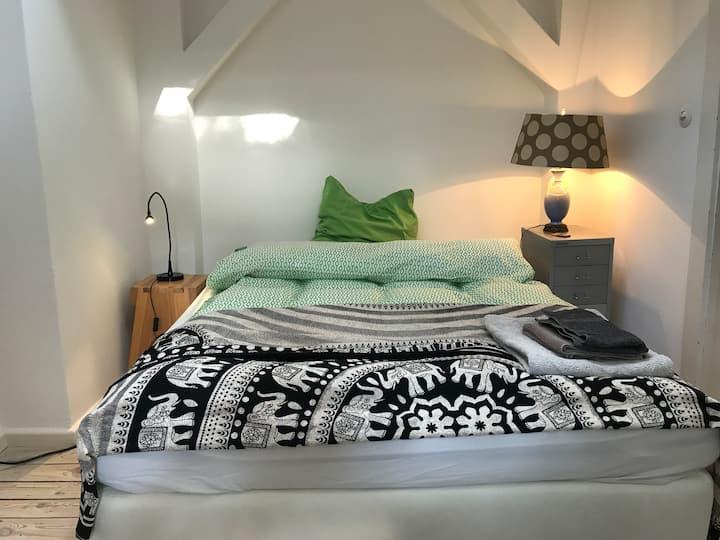 Zimmer in Reihenhaus in der Bruno Taut Siedlung