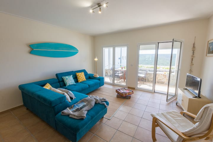 New apartment with pool close to Arrifana