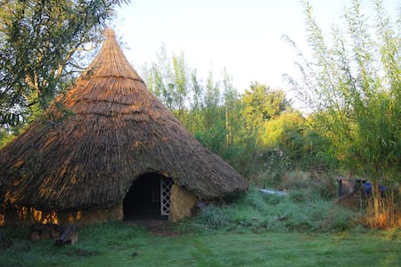 Yurt and Iron Age Roundhouse - Norwich - Jurta