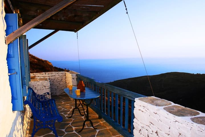 The farmhouse with amazing seaview in Folegandros. - Ano Meria - Dům