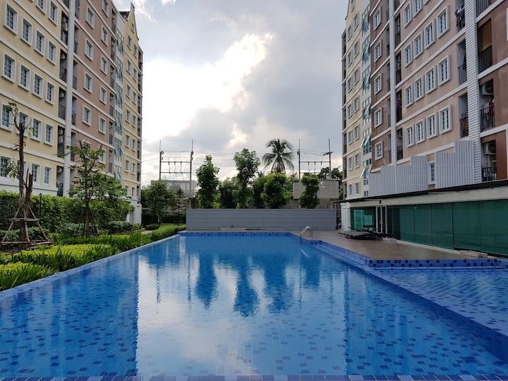 Located in center of Omnoi with good facilities.