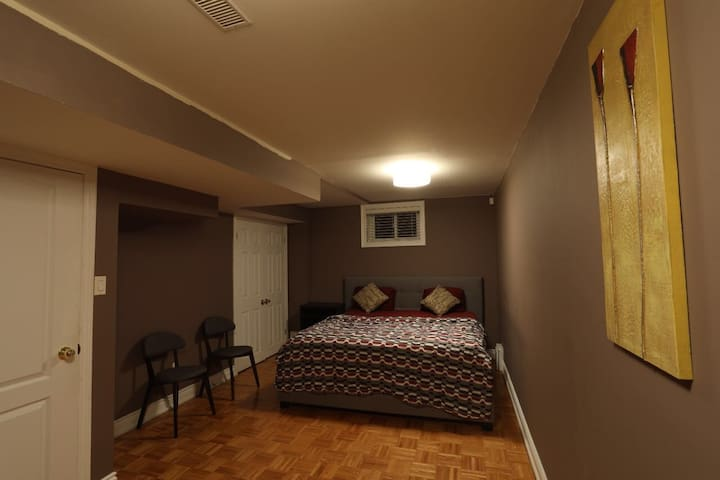 2 Bedroom Luxurious Basement Apartment!