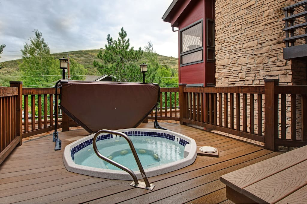 Two different hot tubs, two different luxury experiences.