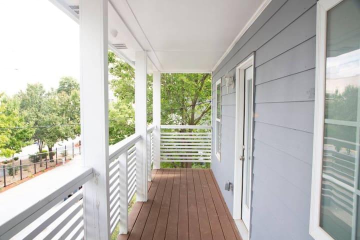 T P Burruss 876 - Downtown Home Centralized Locati