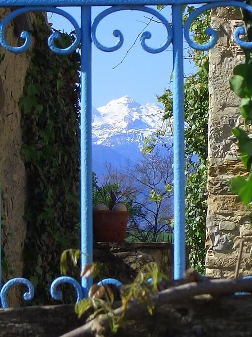 La maison bleue accroch e la chambres d 39 h tes louer oloron sainte marie bearn france - Chambres d hotes oloron sainte marie ...