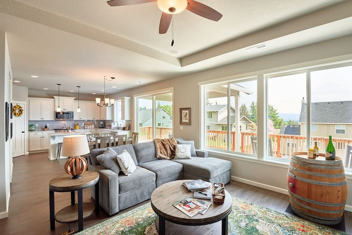 Brier Maison: Luxury Wine Country Abode