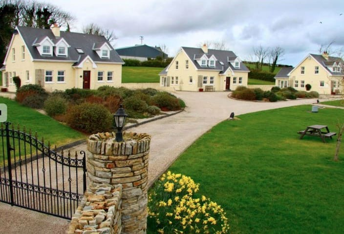 1 to 5 Irish cottages by the sea - portsalon - Dom