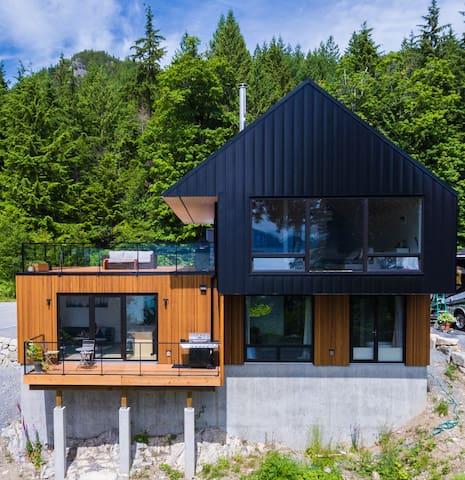 The Cedar House Suite - Ocean & Mtn View Home