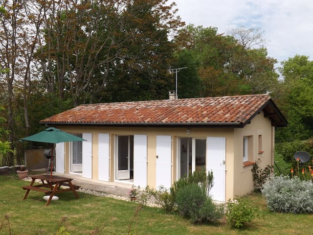 Sans Souci Detached Gite with Pool - Cahuzac - Bungalow