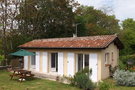 Sans Souci Detached Gite with Pool - Cahuzac