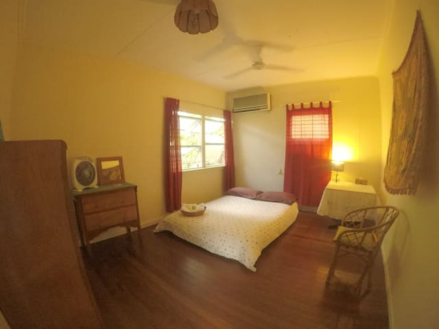 Tropical,comfy&big room - Cairns North - Hus