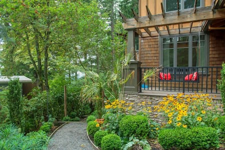 Wooded Luxury w/Downtown Access - Portland - Apartment