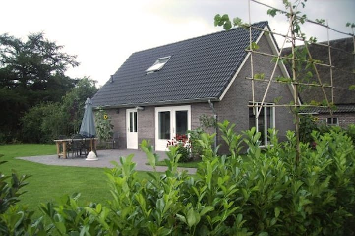 Luxe Holidayhouse next to our Cattle Farm - Eesergroen - Haus