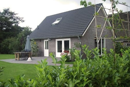 Luxe Holidayhouse next to our Cattle Farm - Eesergroen - House