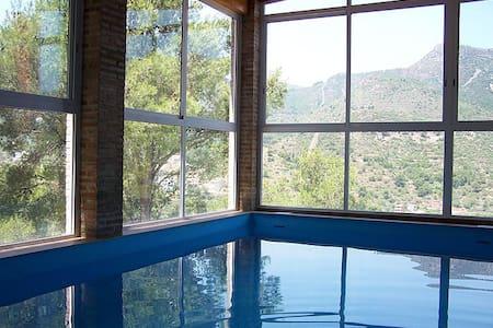 Casa en Valencia, con piscina climatizada - Segart