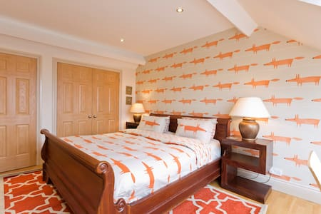 Hampton Court Palace..Stay Nearby. - East Molesey - Bed & Breakfast