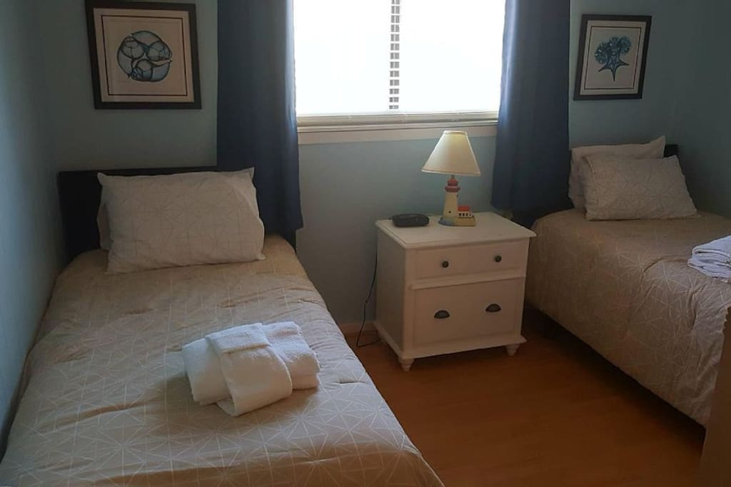 2nd bedroom. Two twin beds