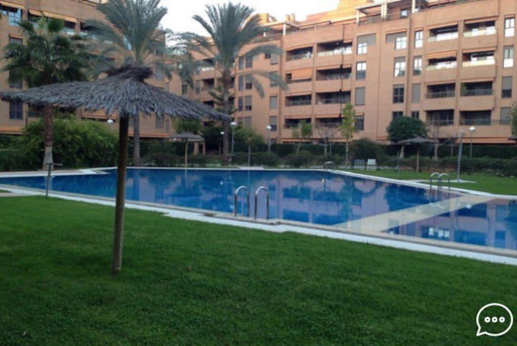 Apartamento nuevo y con piscina apartamentos en for Camping con piscina climatizada en comunidad valenciana