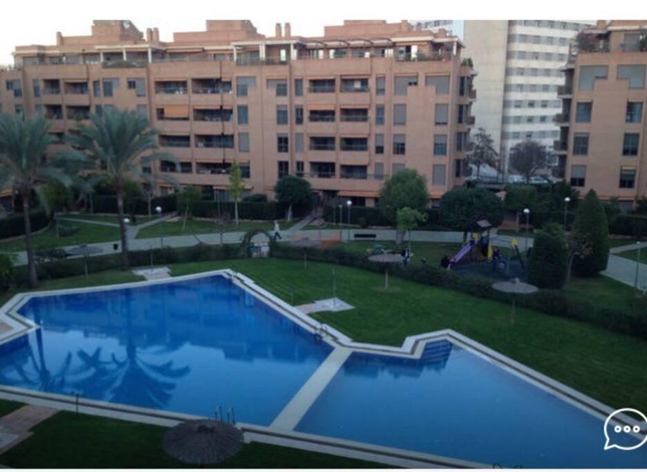 Apartamento nuevo y con piscina apartamentos en for Apartamentos con piscina en valencia