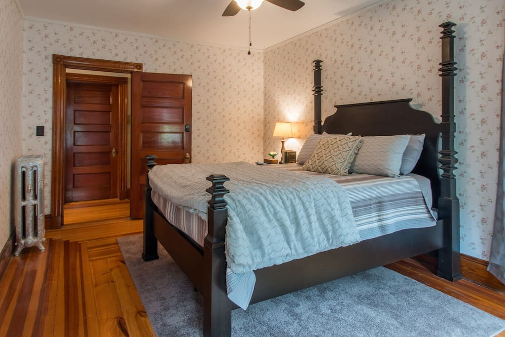 Extremely comfortable queen bed
