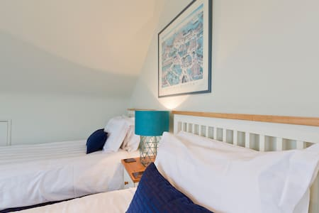 B&B or Room Only near Hampton Court - Bed & Breakfast