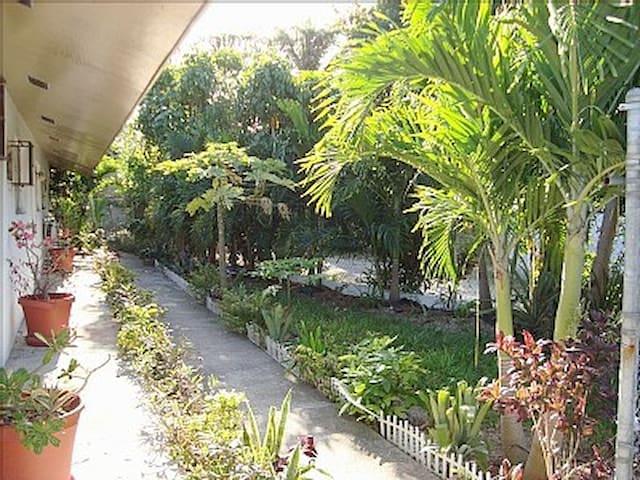 AFFORDABLE & COZY ISLAND VILLA - นัสเซา - วิลล่า