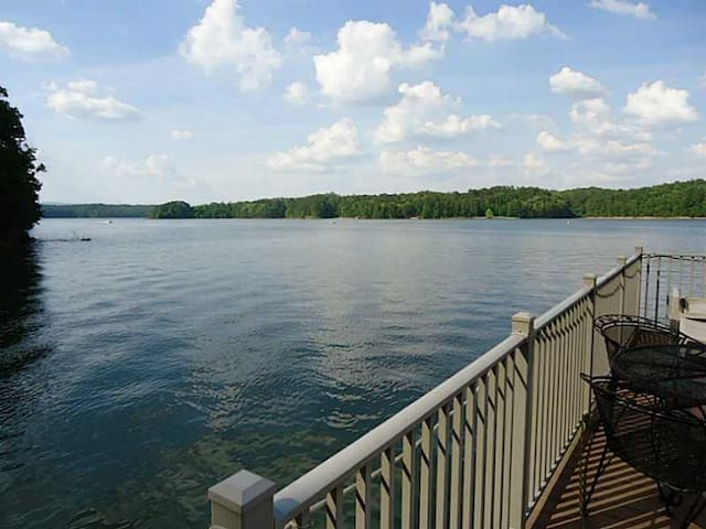 Lake Allatoona Rental Home and Dock - Wookstock