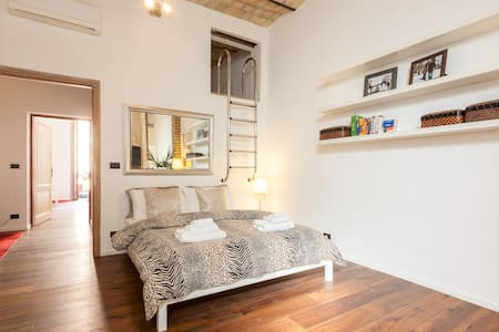 Chic Artist's Loft in Rome Center - Roma - Daire