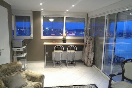 Luxury rooftop studio apartment - Gerakas - Apartment