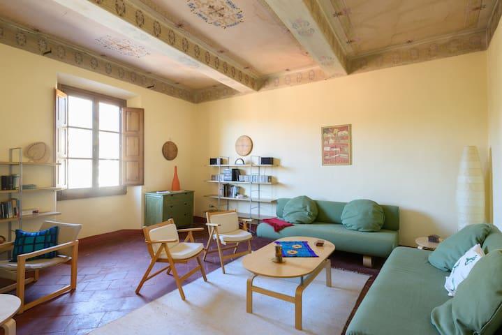 On Loro Ciuffenna's main Piazza - Loro Ciuffenna - Apartamento