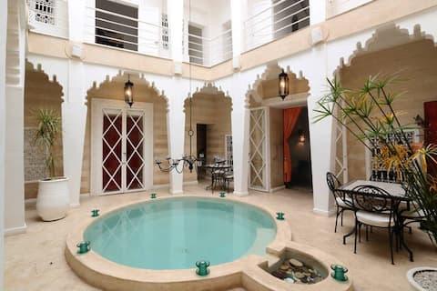 Riad Thalge en Medina, sala roja