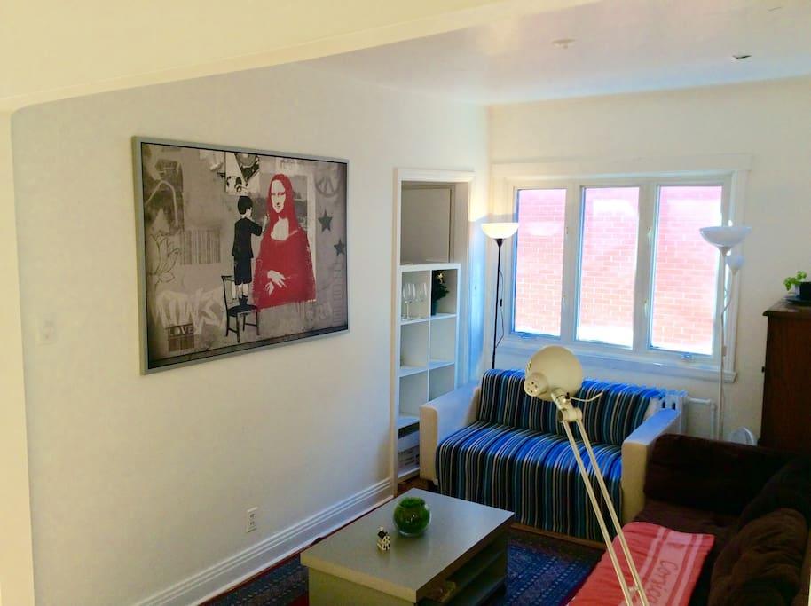Belle chambre spacieuse lumineuse appartements louer for Chambre sans fenetre legal quebec