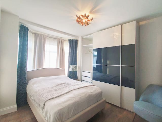 Spacious and clean bedroom, free on-street parking