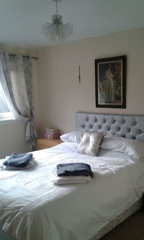 Centrally located between Glasgow and Edinburgh - Carluke - Huis