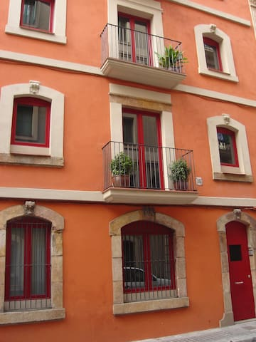 ENTIRE BUILDING in the City Center/Beach
