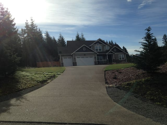 Beautiful Home in Yelm - Yelm - House