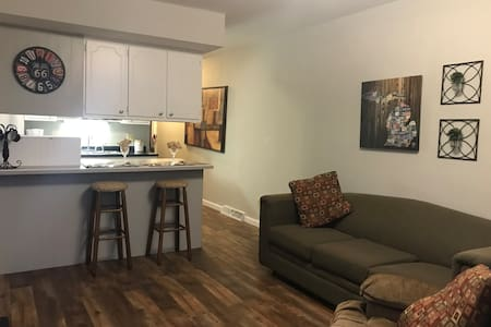 Super clean 1 Bed - close to it all! ND Weekends