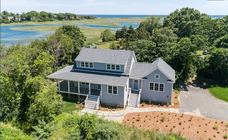 Brand New Home On Water, Walk To Beach And Town!