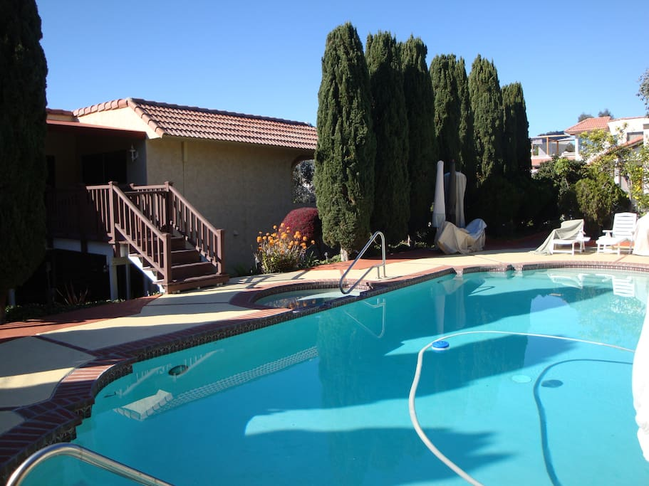 Private entrance and swimming pool/jacuzzi