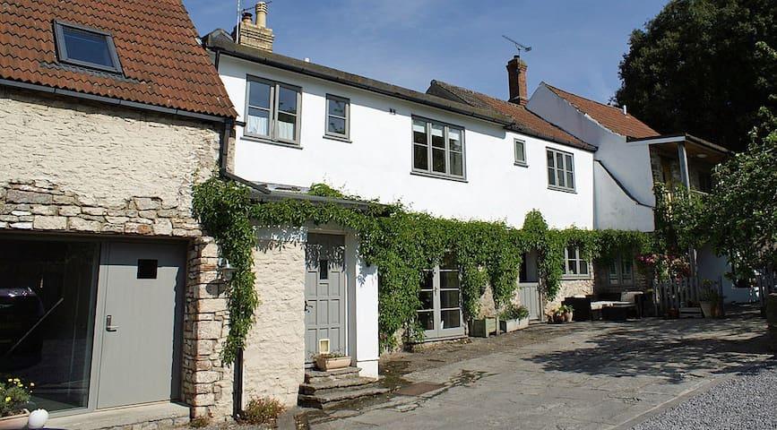 Westbury Cross House Bed & Breakfast - Barn Room