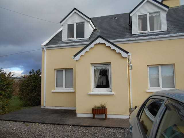 lovely home, 2 minute walk to Town - Cahersiveen - House