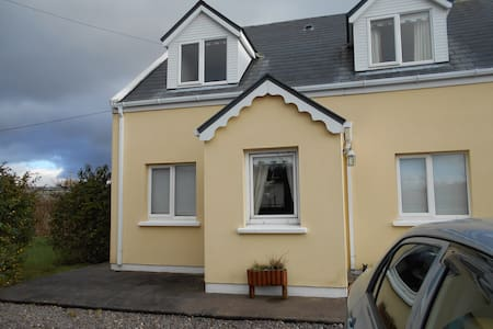 lovely home, 2 minute walk to Town - Cahersiveen
