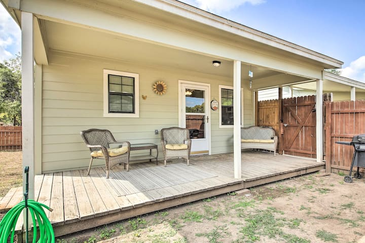 Cozy Canyon Lake Cottage: 1 Mi to Guadalupe River!