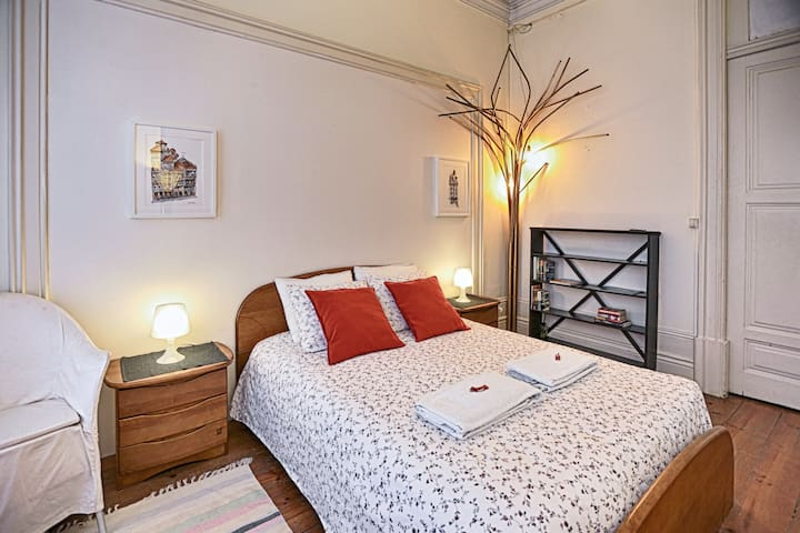 New! Double bedroom with a beautiful balcony! - Porto - Casa