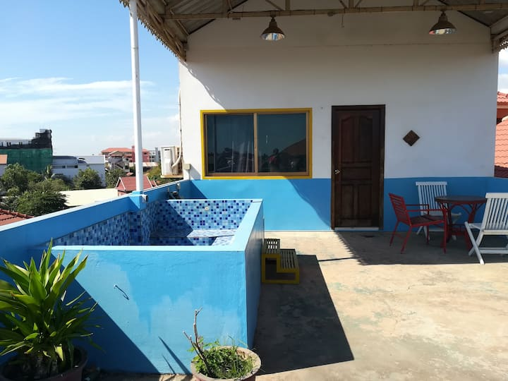 Rooftop suite in cozy guesthouse - The Tiney Fork